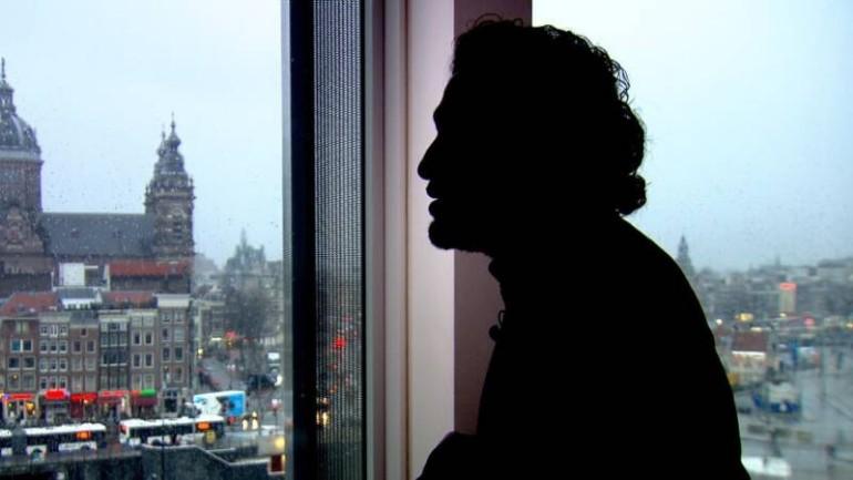 عبد العزيز المشتبه به بالإرهاب كان يعمل مع المخابرات الهولندية كمخبر وتلقى الألاف من اليورو لقاء ذلك