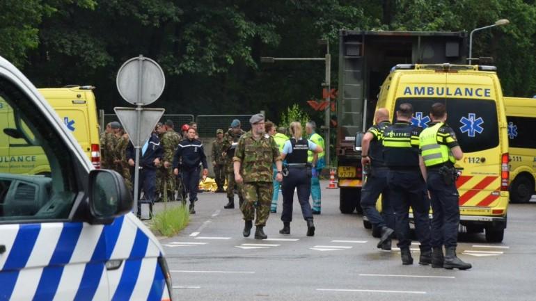 اصابة 14 طالب بجروح اثر اصابتهم بصاعقة برق أثناء تدريبهم في قاعدة عسكرية