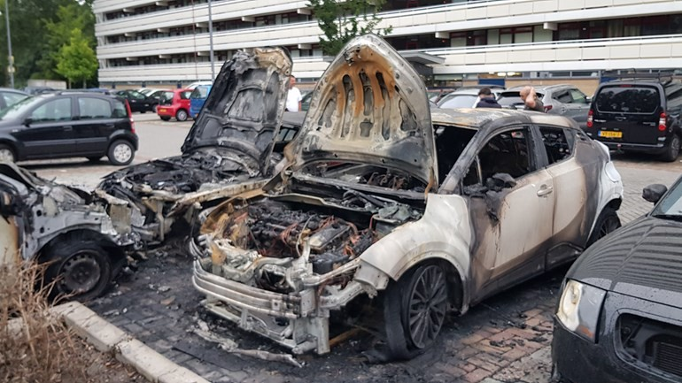 احتراق خمس سيارات صباح اليوم في روتردام بسبب عطل تقني في بطارية احداها