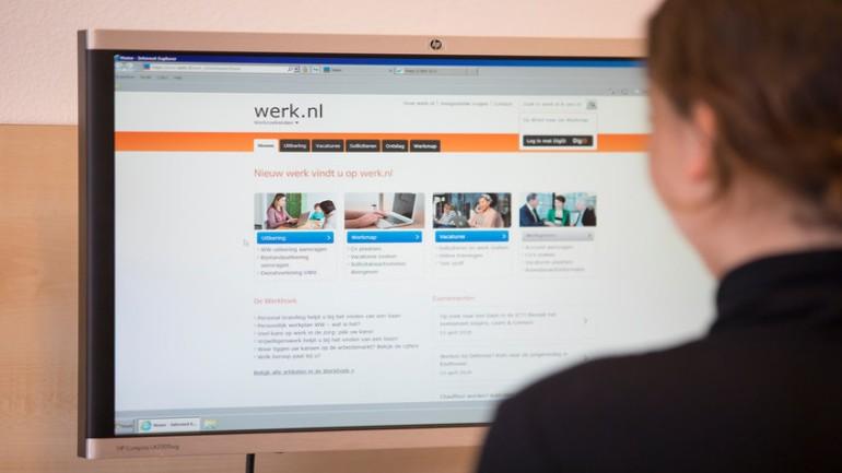 يستمر الإنخفاض بعدد الأشخاص الذين يتلقون المساعدة الإجتماعية في هولندا