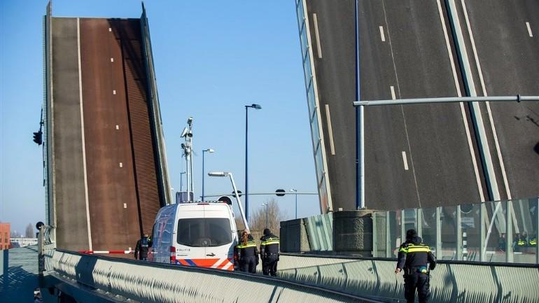 مجلس السلامة الهولندي: الجسور المتحركة التي يتم التحكم فيها عن بعد غير آمنة والحكومة لم تفعل شيئا لمنع الحوادث