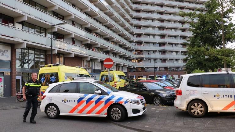 وفاة رجل متأثراً بجراحه جراء طعنه في شقته بجنوب شرق أمستردام