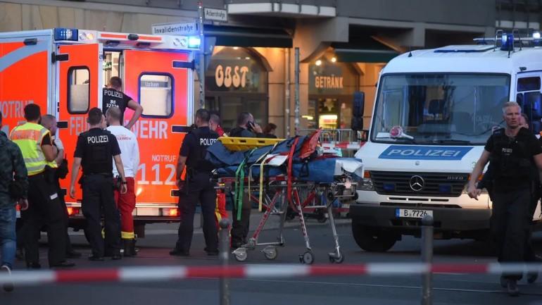 مقتل أربعة أشخاص بينهم طفل في الرابعة من عمره واصابة ثلاثة أخرين بجروح في حادث دهس وسط برلين