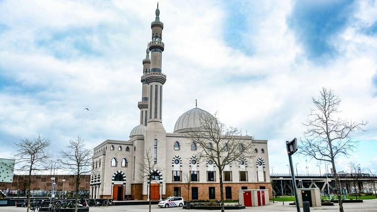 مجلس إدارة مسجد السلام في روتردام يقرر فصل الإمام بسبب تصريحات سابقة