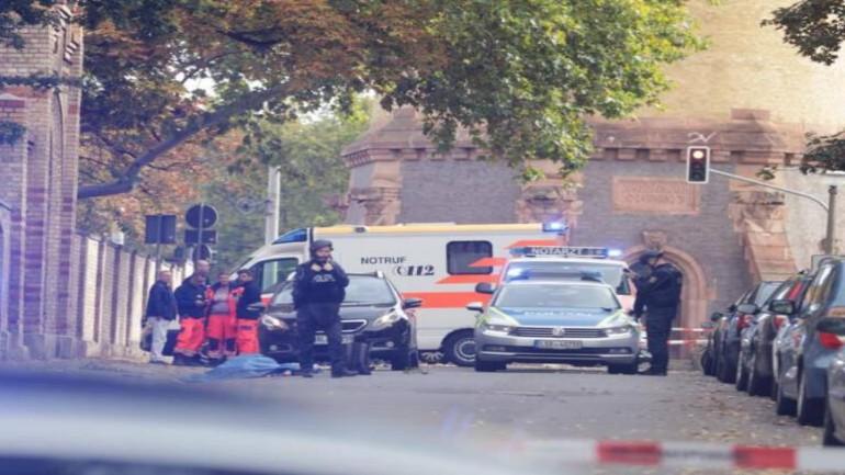 إضطر مئات المشاركين في حفل بنادي جنسي ألماني للوقوف عراة في الشارع بعد انطلاق إنذار تسرب غاز سام