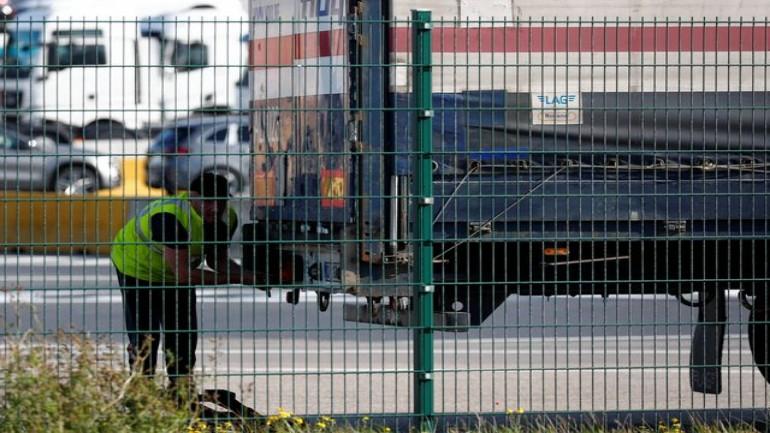 الشرطة البلجيكية تكتشف 11 سوري وسوداني واحد في شاحنة تبريد كانت في طريقها إلى بريطانيا