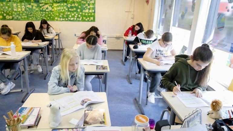 بلدية أمستردام تهدد المدارس التي تلزم الأهل بدفع مبالغ تطوعية عالية بوقف الدعم
