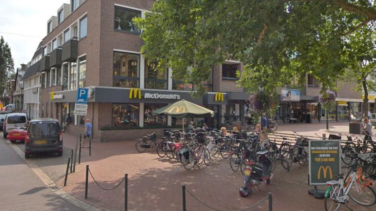 تعرض فتاتان للتحرش الجنسي من قبل أولاد قاصرين في مطعم ماكدونالد في بوسوم بشمال هولندا