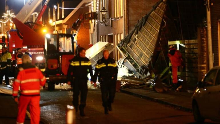 إنقاذ طفل يبلغ من العمر خمس سنوات من تحت أنقاض المطعم الذي انفجر في درينثي