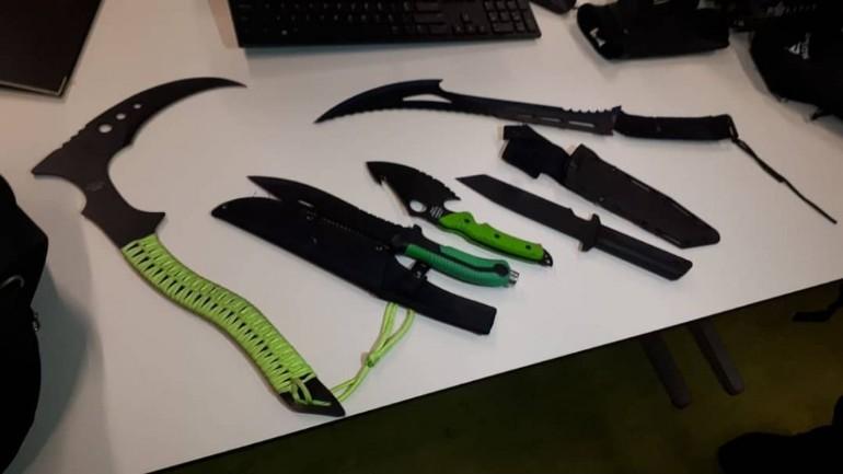 الشرطة تعثر على ترسانة سكاكين أثناء القبض على أطفال مشتبهين بالسرقة في أمستردام