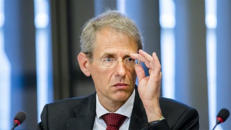 طرد المدير العام للسلطات الضريبية الهولندية بسبب قضية بدلات رعاية الأطفال