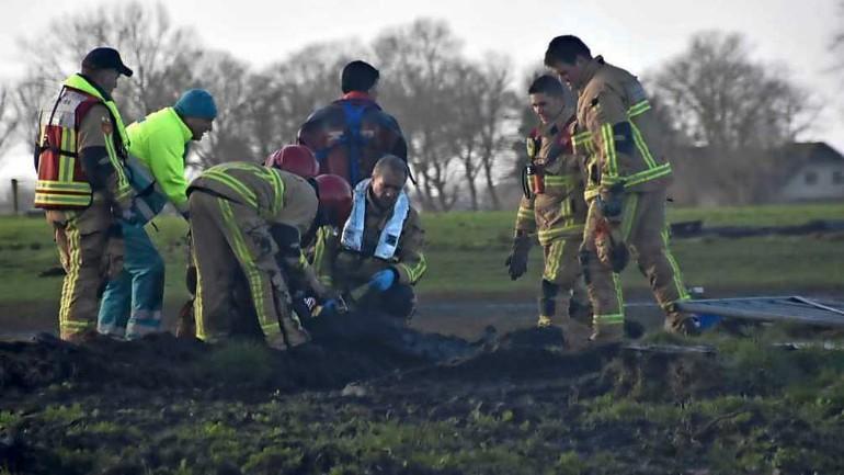 فريق الإطفاء ينقذ رجل بقي لساعات محاصراً في الوحل حتى كتفيه في شمال هولندا