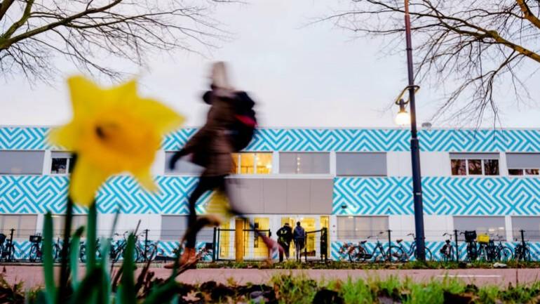 قرار المحكمة: لا يوجد مبرر لدى وزير التعليم بطلب استقالة إدارة المدرسة الثانوية الإسلامية في أمستردام