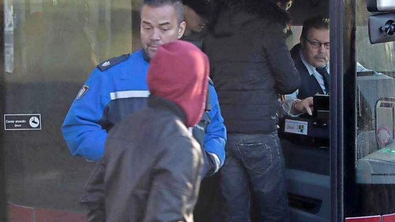 سائقي الحافلات على خط 99 يخافون من طالبي اللجوء و يستعينون بحراس الأمن في نيميخن