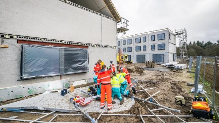 وفاة عامل بناء بعد سقوط واجهة خرسانية على رأسه بموقع بناء في آيندهوفن
