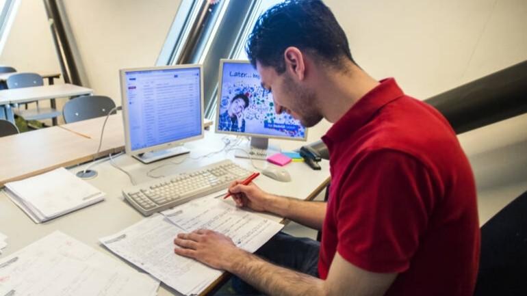 ازدياد أعداد الطلاب الذين يتبعون التدريب المهني للمعلمين والممرضين