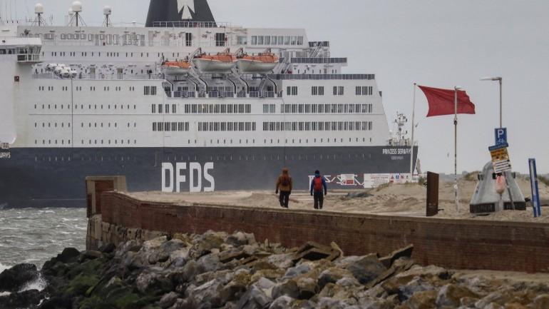 فرق الإنقاذ في شمال هولندا غاضبة من زوار الرصيف البحري: هذا خطير وسيتم فرض غرامة كبيرة