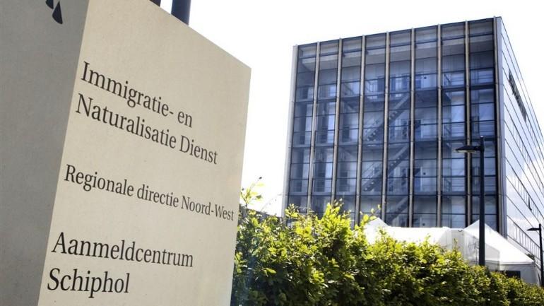 دائرة الهجرة والجنسية الهولندية: تم سحب و رفض تصاريح اقامات 190 طالب لجوء ارتكبوا جرائم