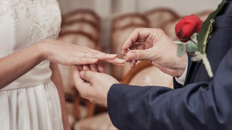 زواج القاصرين لم يعد معترفاً به في هولندا: لن يتم تسجيل ذلك الزواج بعد بلوغ الزوجين سن الرشد