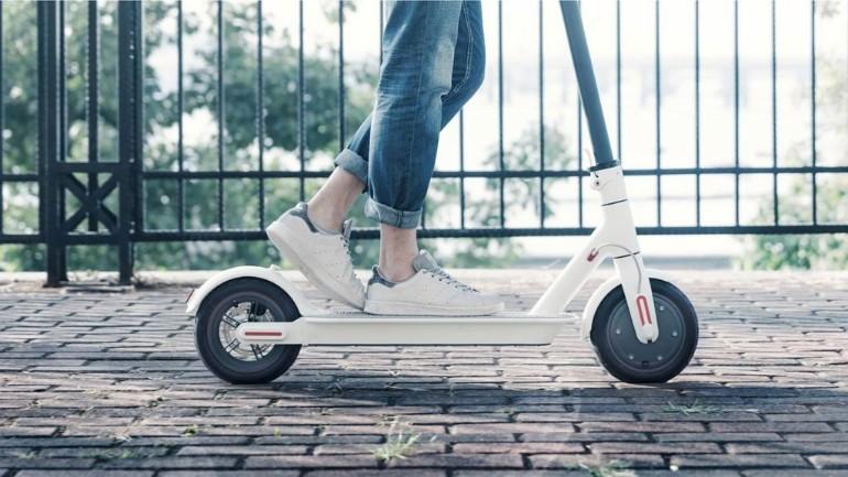الحكومة الهولندية باعت دراجات المشي الكهربائية بالمزاد ثم قامت الشرطة بمصادرتها في الطريق العام