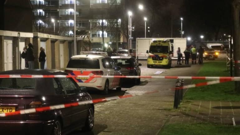 شاب يقتل صبي يبلغ من العمر 16 عام ويصيب ثلاثة أشخاص أخرين بجروح احداهم والدته في ألفين آن دي راين