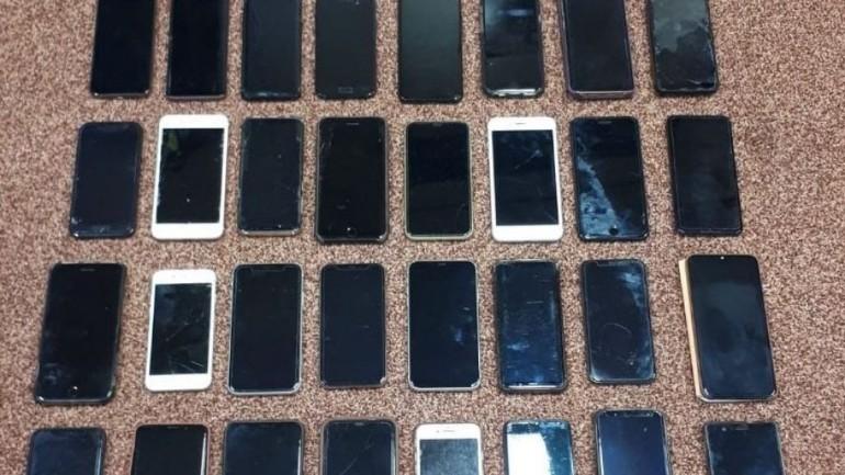 الشرطة تبحث عن مالكي 32 هاتف مسروق بعد القبض على نَشَّال في بريدا