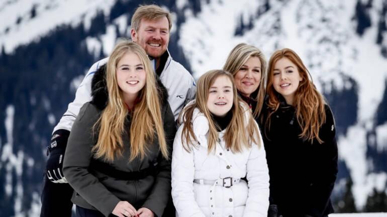 العائلة الهولندية المالكة تظهر أمام عدسات المصورين في منتجع ليخ للعطلات الشتوية