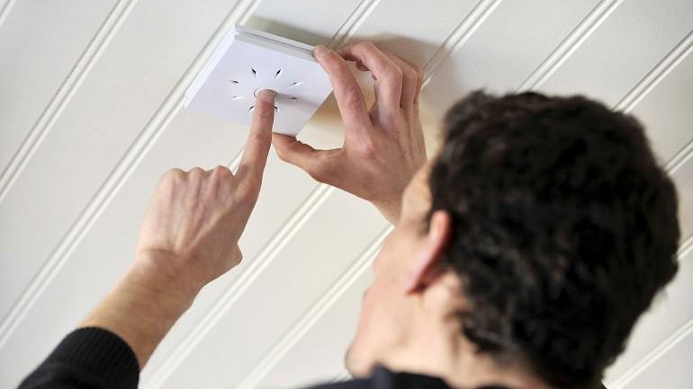 مجلس الوزراء يريد جعل تركيب أجهزة كشف الدخان إلزامياً بكل المنازل في هولندا: إنها تنقذ الأرواح