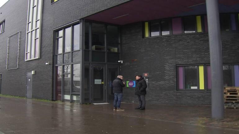 ستفتح أبواب المدرسة الإبتدائية في أمستردام يوم الإثنين: فقط طفلي المرأة المصابة بالفيروس سيبقيا في المنزل