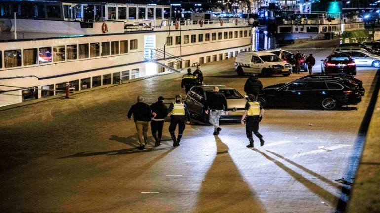 غرامات مالية وإلقاء القبض على شخص في أرنهيم بسبب عدم الالتزام بقواعد مكافحة فيروس كورونا