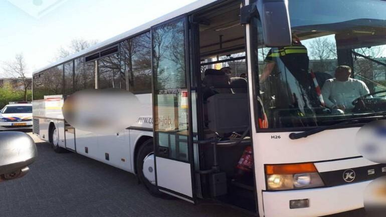 تغريم 30 راكب حافلة مع السائق بمبلغ 399 يورو لكل منهم لعدم تركهم مسافة 1.5 متر بين بعضهم البعض في ليمبورخ