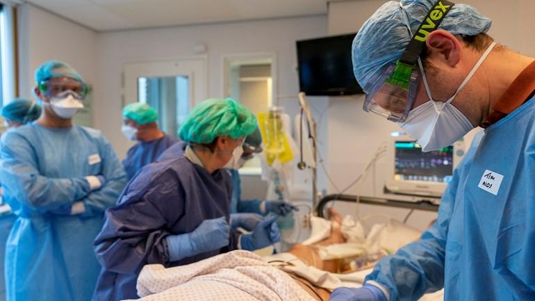المعهد الصحي يعلن عن إصابة 708 شخص جديد و وفاة 138 مريض بفيروس كورونا: أصبح العدد 34842 مصاباً في هولندا