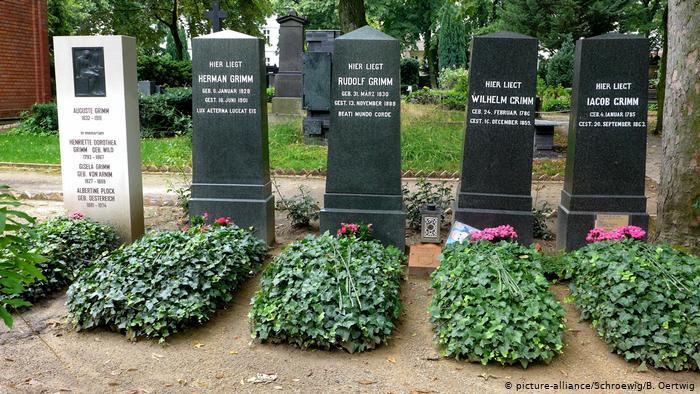 """يوم الذكرى الوطنية لضحايا فايروس كورونا """"لحظة تفكير"""""""
