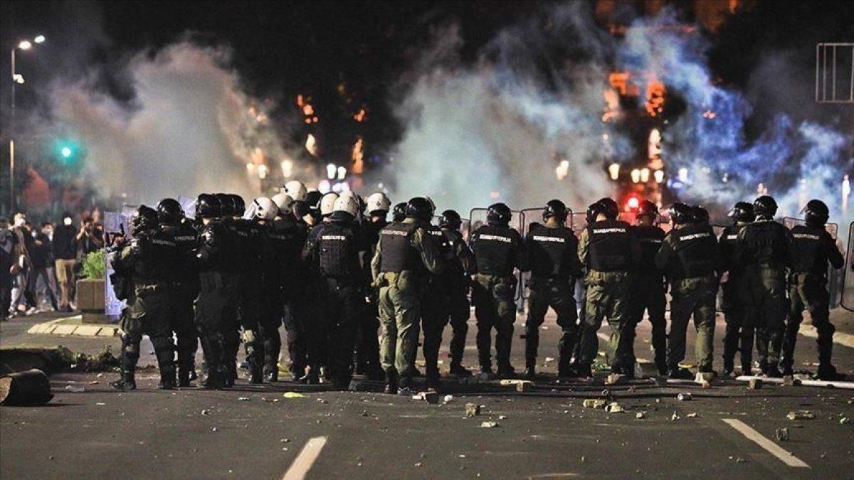 المظاهرات مستمرة في صربيا وأعمال شغب جديدة في مبنى البرلمان