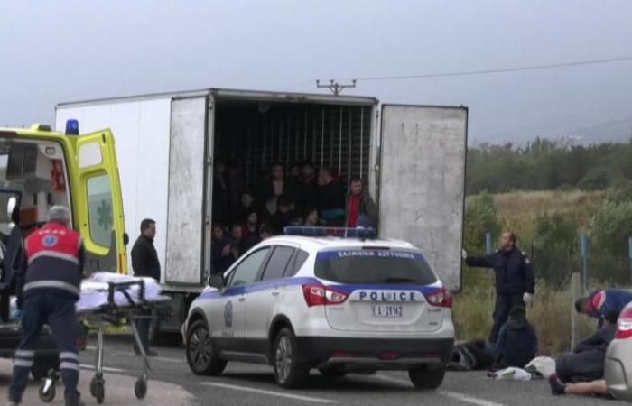 الشرطة الألمانية تعثر على 31 مهاجراً في شاحنة مبردة