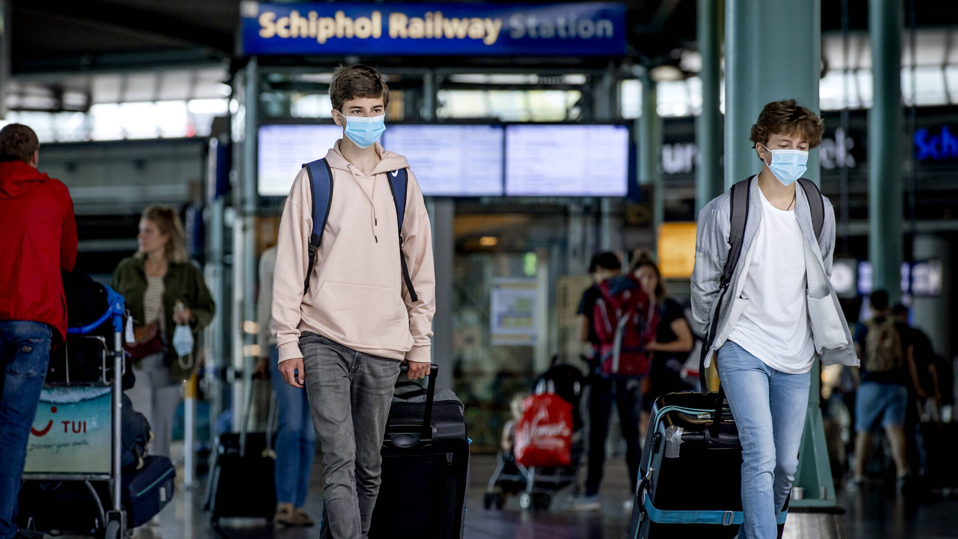 لا يتوقع تدخلات كبيرة، لكن الحكومة الهولندية قلقة بشأن المصطافين والطلاب