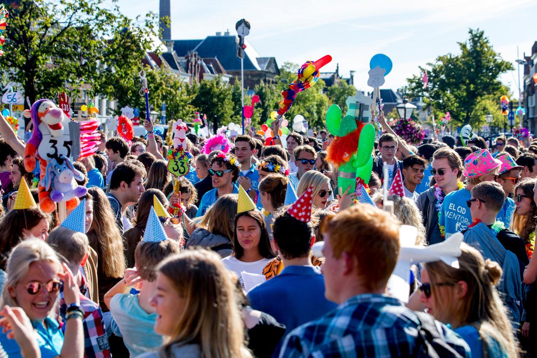 يريد مجلس الوزراء إلغاء أسابيع التسجيل للطلاب الجدد