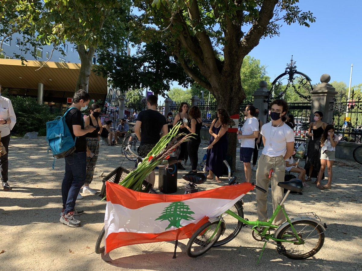 لبنانيون يحيون ذكرى ضحايا انفجار بيروت في Vondelpark في Amsterdam