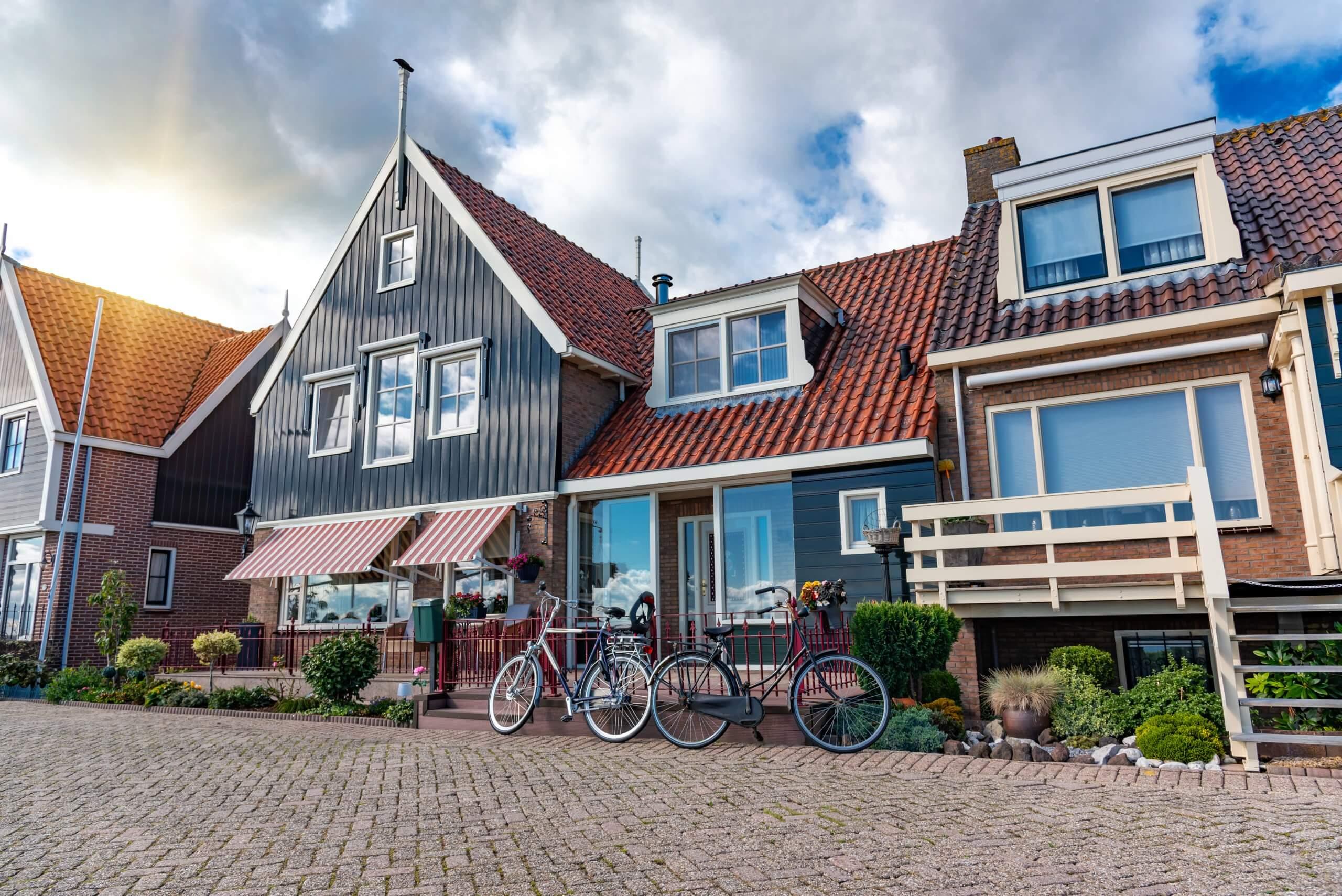 تقوم المزيد من البلديات بإدخال متطلبات معيشية لأصحاب المنازل الجديدة