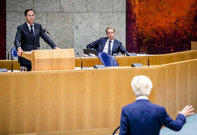 Rutte يرد على انتقادات أحزاب المعارضة والائتلاف