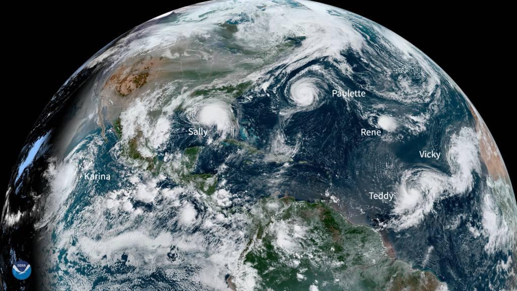 خمس عواصف استوائية فوق المحيط الأطلسي في نفس الوقت