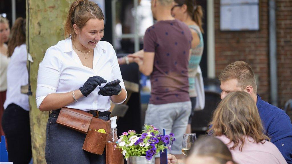 إجراءات وتقييدات جديدة على المطاعم والمقاهي
