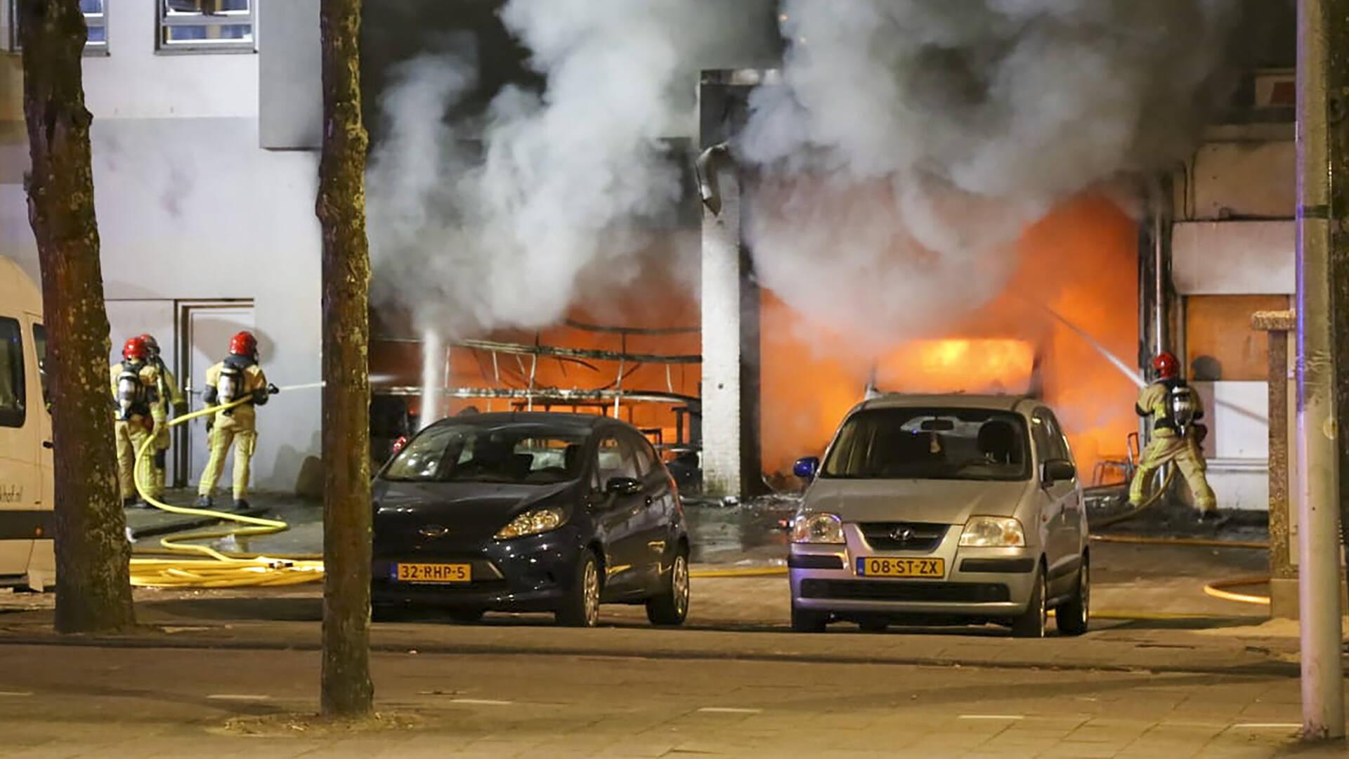 إخلاء عدد من المنازل في غرب Amsterdam بعد حريق كبير في متجر للأغراض المستعملة