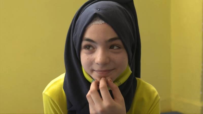 اضطرت نور إلى الفرار من سوريا بعدما خسرت والديها وهي الآن عالقة في تركيا