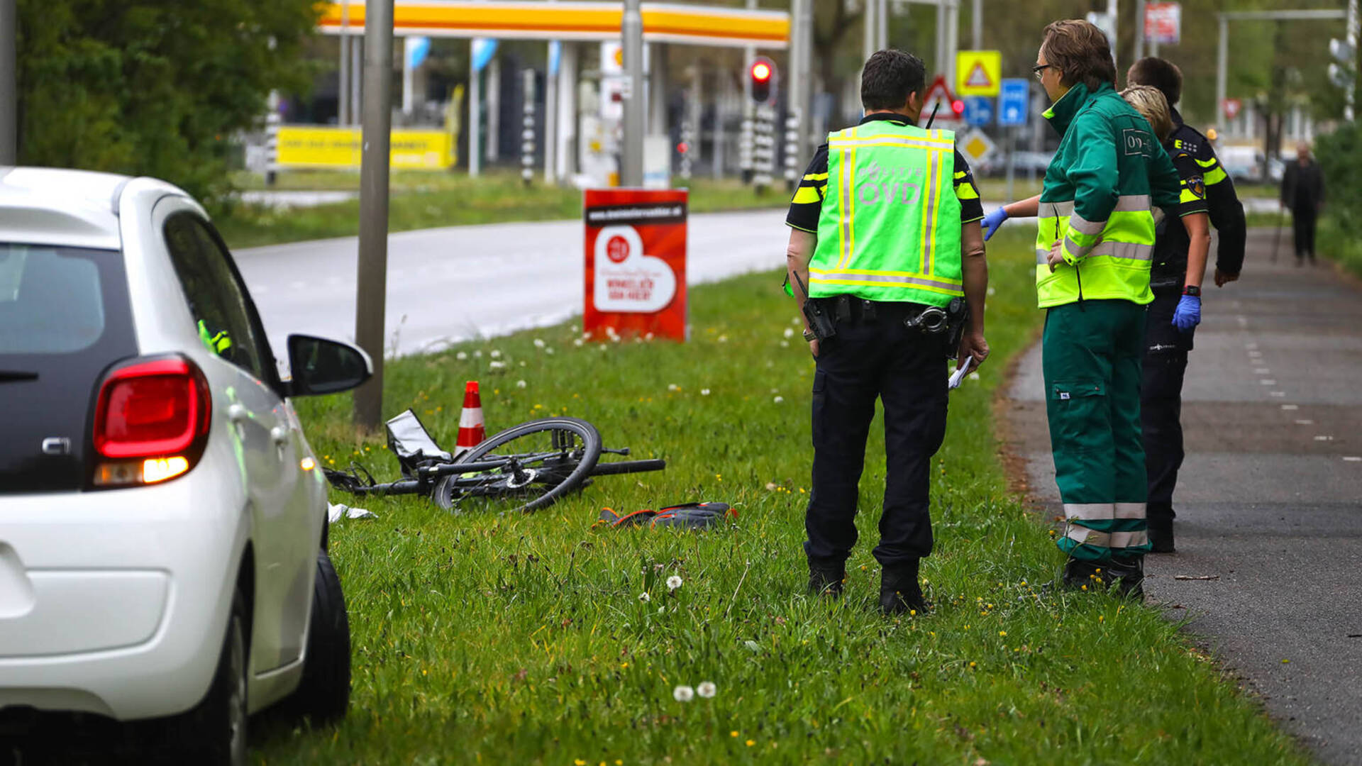 الطب الشرعي: طالب اللجوء الذي طعن راكب دراجة في Oss مجنون تماماً