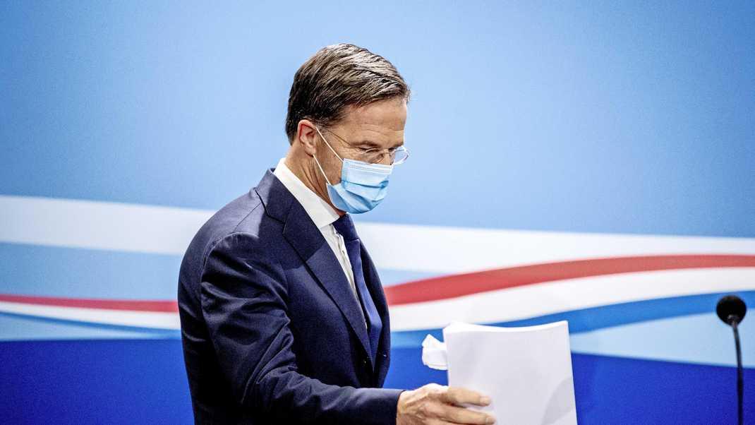 """Rutte: """"جميع السيناريوهات مطروحة أمامنا بما في ذلك حظر التجول"""""""