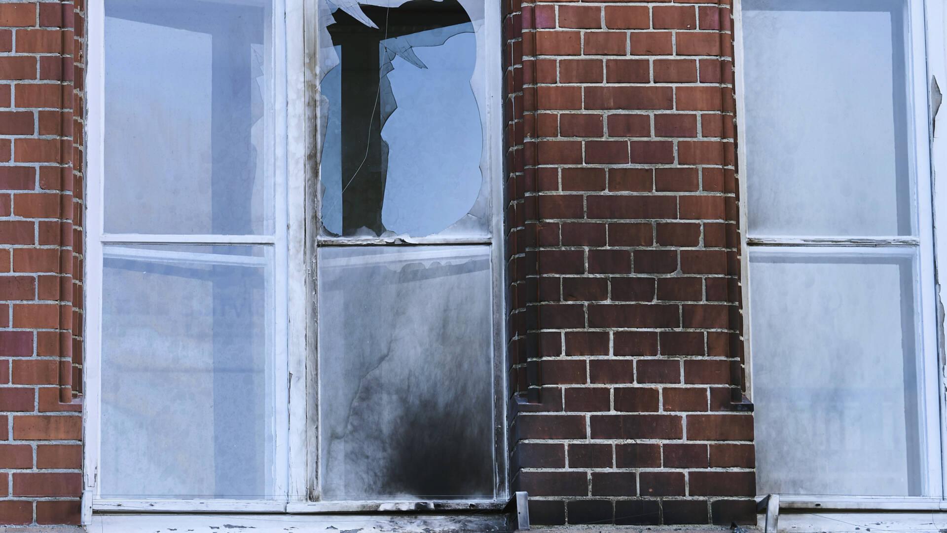 الهجوم على المعهد الصحي الألماني في برلين بقنابل حارقة