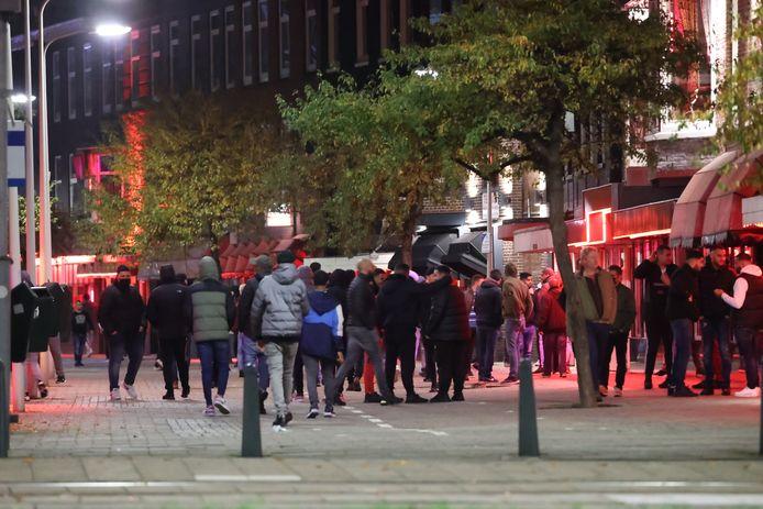 إغلاق الشارع الأحمر في Den Haag بسبب الازدحام وإجراءات كورونا في خطر