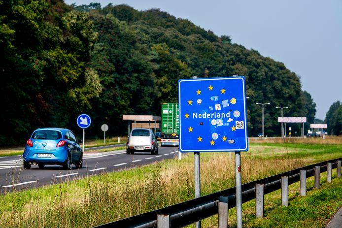 """يريد حزب VVD إغلاق الحدود أمام المهاجرين """"إذا لزم الأمر"""""""