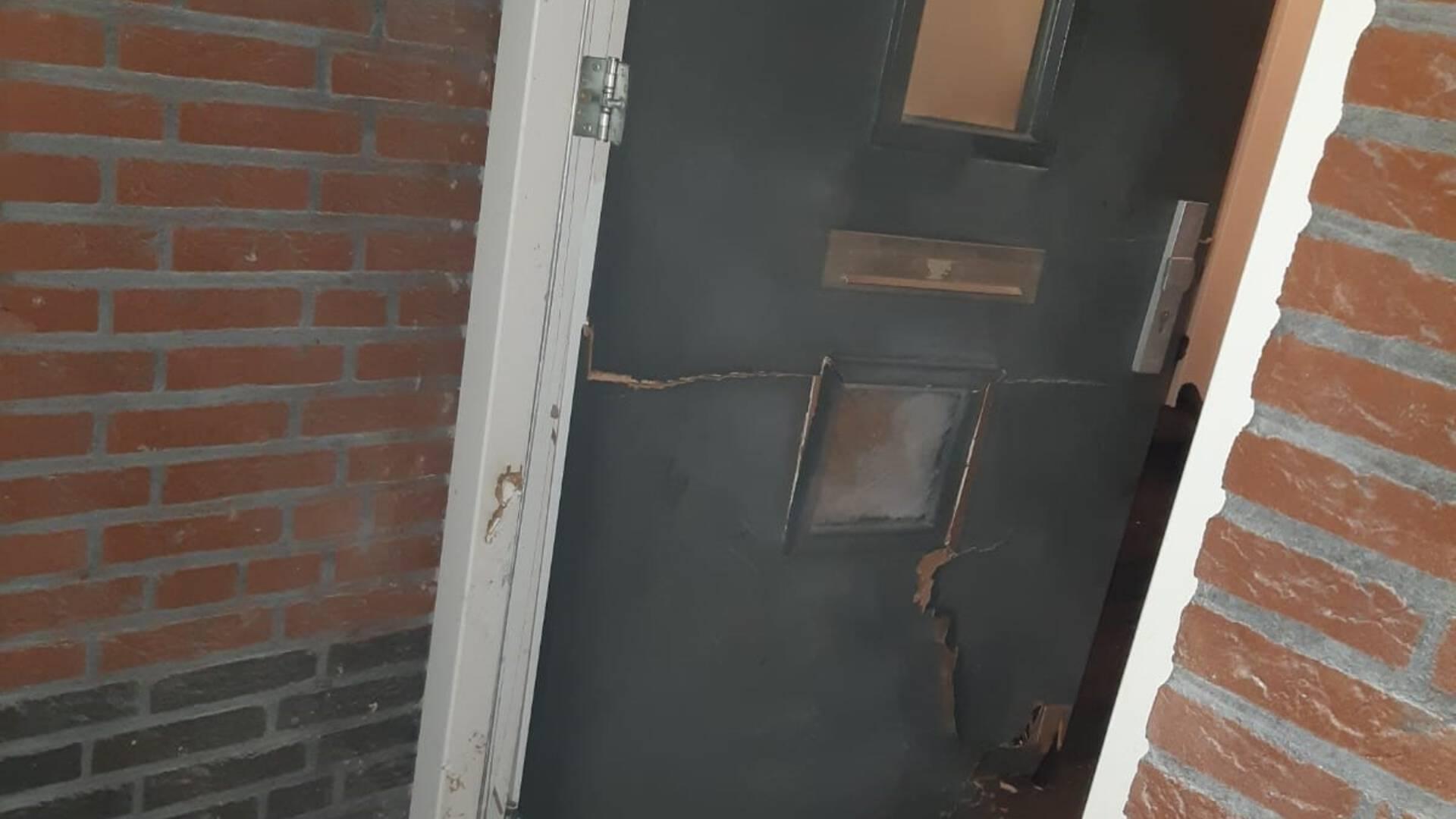 تفجير باب منزل عمدة بلدية Woensdrecht بقنبلة ألعاب نارية